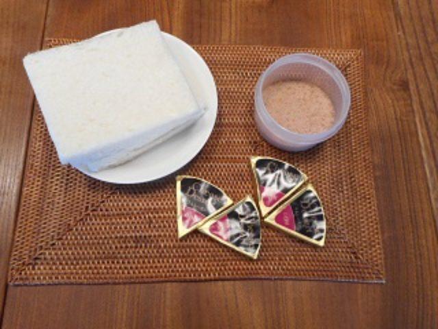 画像1: シナモンとラムレーズンチーズのサンドイッチ