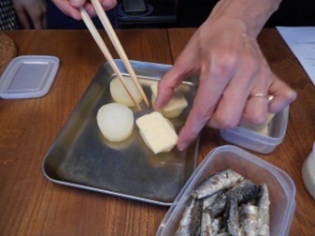 画像2: オイルサーディーンとじゃがいもとスモークチーズのパン粉焼き