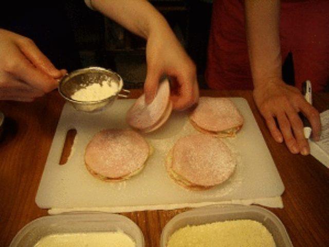 画像3: 昭和の愛すべき2アイテムが合体! ポテサラハムカツ チーズ乗せ