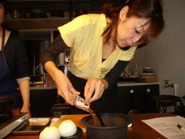画像2: 新玉ねぎのレンジ蒸し とろーりチーズと鶏そぼろあんかけ