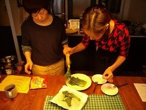 画像5: ほろ苦とチーズが絶妙!菜の花のレンジ蒸しチーズ乗せ