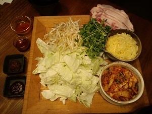 画像1: 簡単ヘルシー!「豚キムチの蒸し焼き チーズのせ」