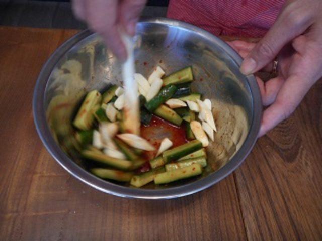 画像4: キュウリの豆板醤和え