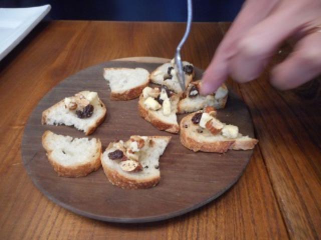 画像5: パルメザンとナッツのはちみつカナッペ