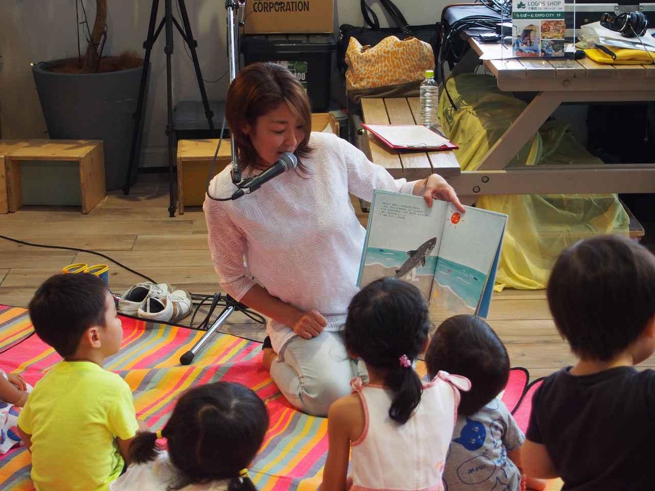 画像: その後は、男の子がこれ読んで!と持ってきた「おれはサメ」という絵本を急遽読むことに。