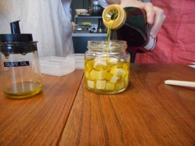 画像5: チーズのにんにくオイル漬け