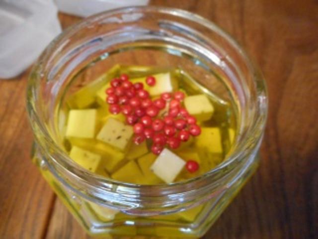画像6: チーズのにんにくオイル漬け