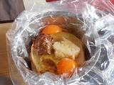 画像: つなぎのパンと味噌、卵が入っています。