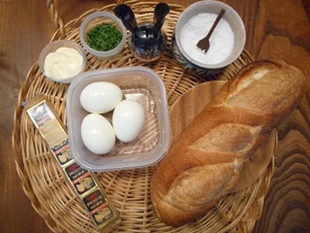 画像1: 卵とチーズのバケットサンド