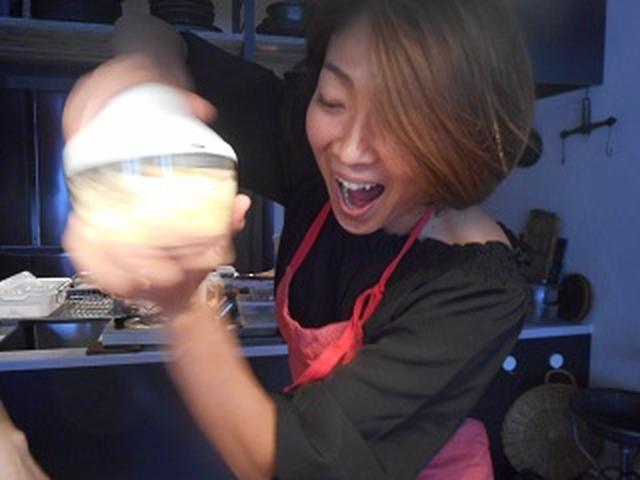 画像: ゆで卵を刻んでいます。 こんな便利なキッチングッズがあるんですね~☆