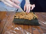 画像2: お寿司だけが海苔巻きじゃない!焼きそば海苔巻