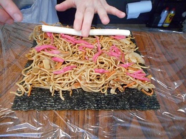 画像3: お寿司だけが海苔巻きじゃない!焼きそば海苔巻