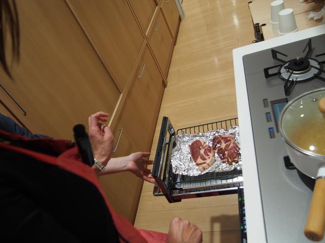 画像: ゆみちゃんの目がハートになる肉料理もありました。