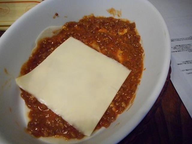 画像: ミートソース、チーズ・・・