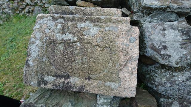 画像: こちらが墓石などの「転用石」です。