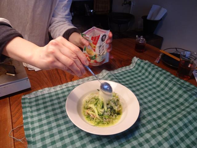 画像6: カニカマとズッキーニのチーズ炒め