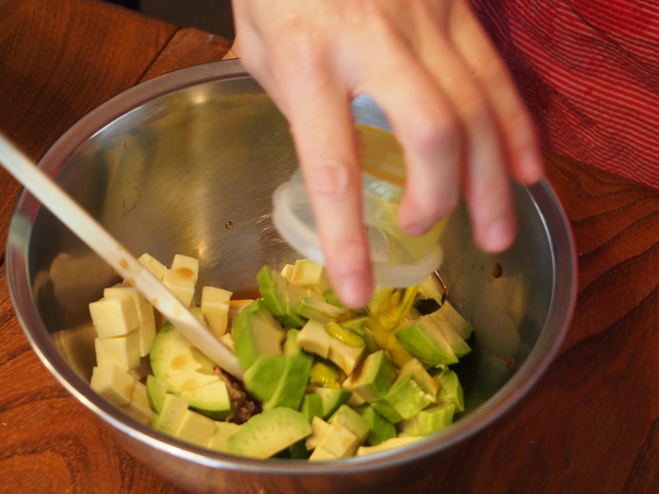 画像4: キュウリとチーズとアボカドのサラダ
