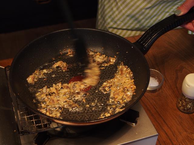 画像3: 山椒ペペロンチーノのチーズかけ