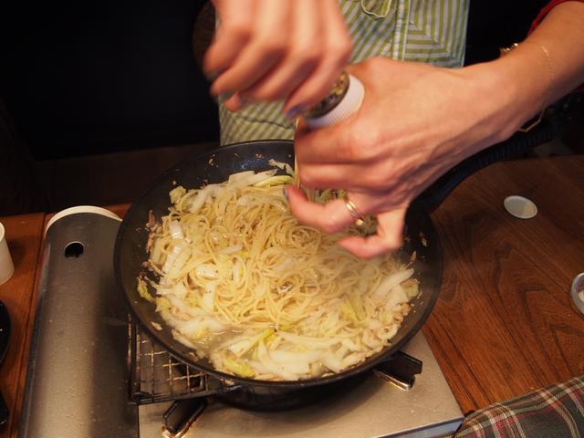 画像5: 山椒ペペロンチーノのチーズかけ