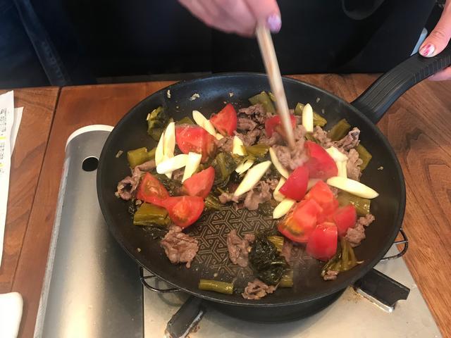 画像3: 牛肉と高菜とチーズのトマト炒め