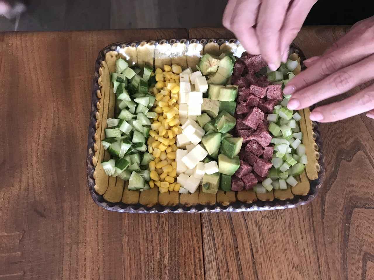 画像4: コンビーフとアボカドとチーズのコブサラダ