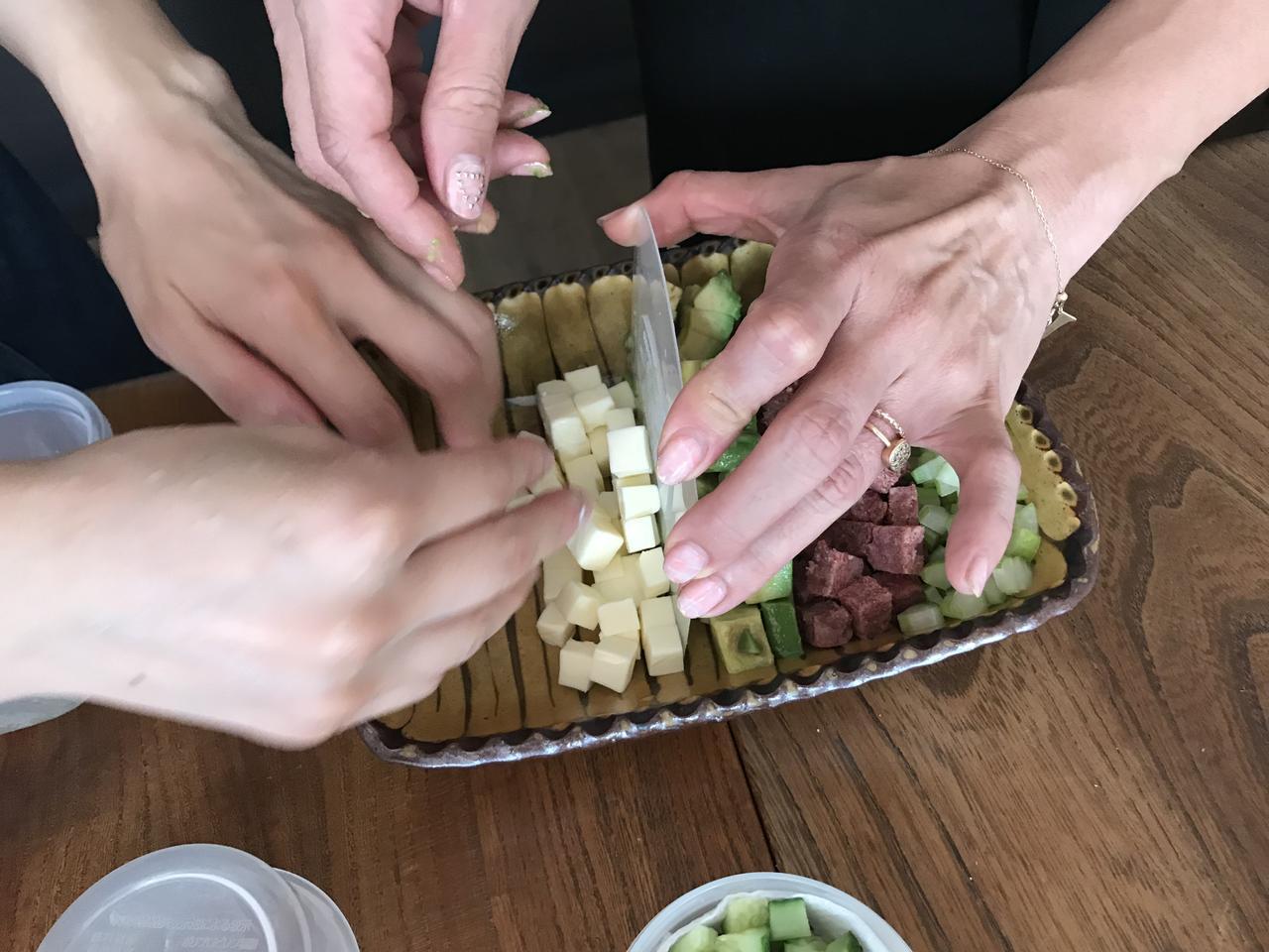 画像3: コンビーフとアボカドとチーズのコブサラダ