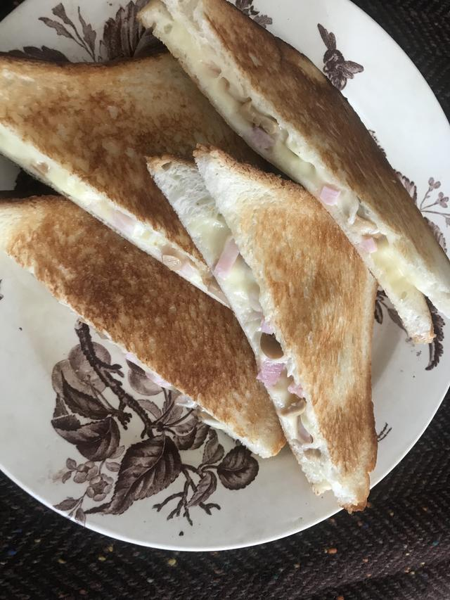 画像4: マッシュルームとチーズのサンドイッチ