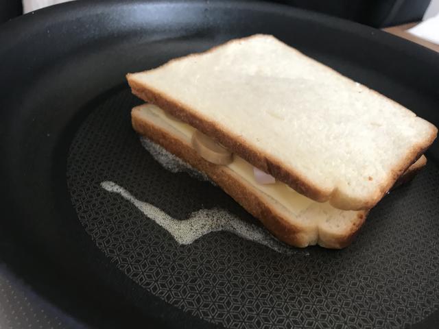 画像3: マッシュルームとチーズのサンドイッチ