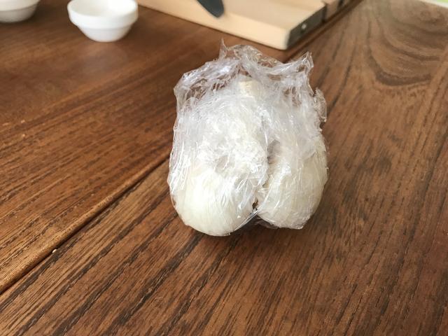 画像2: 丸ごとニンニクとアボカドの炒め物