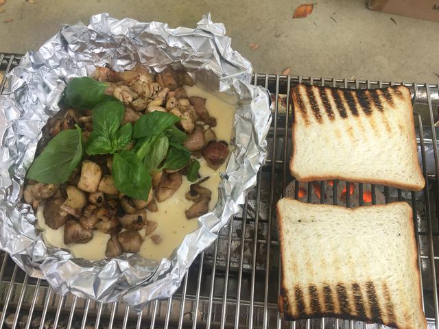画像6: 鶏炭火焼きのチーズソースサンドイッチ