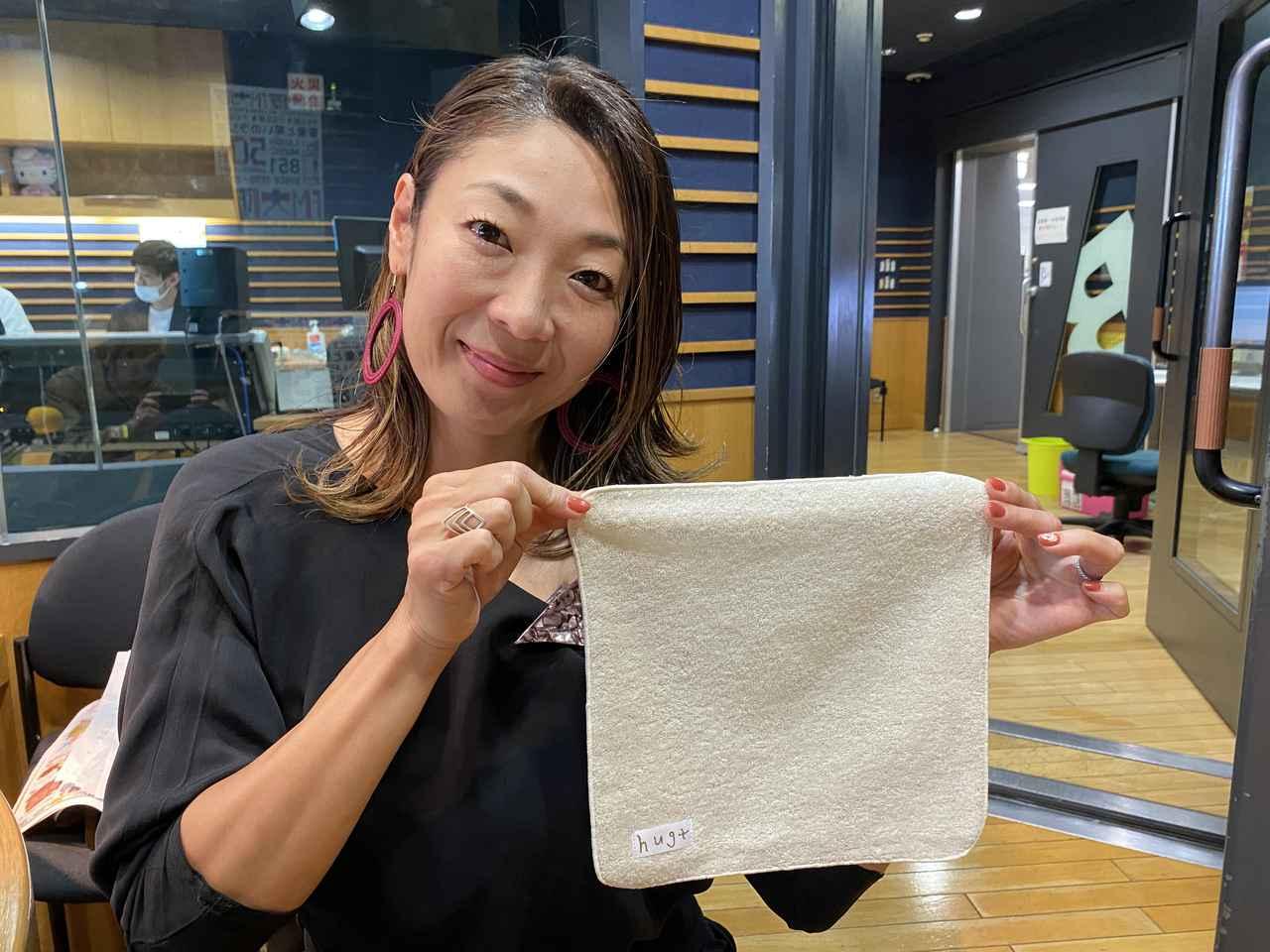 画像1: ②【hug+オリジナルハンドタオル】を2名様に!