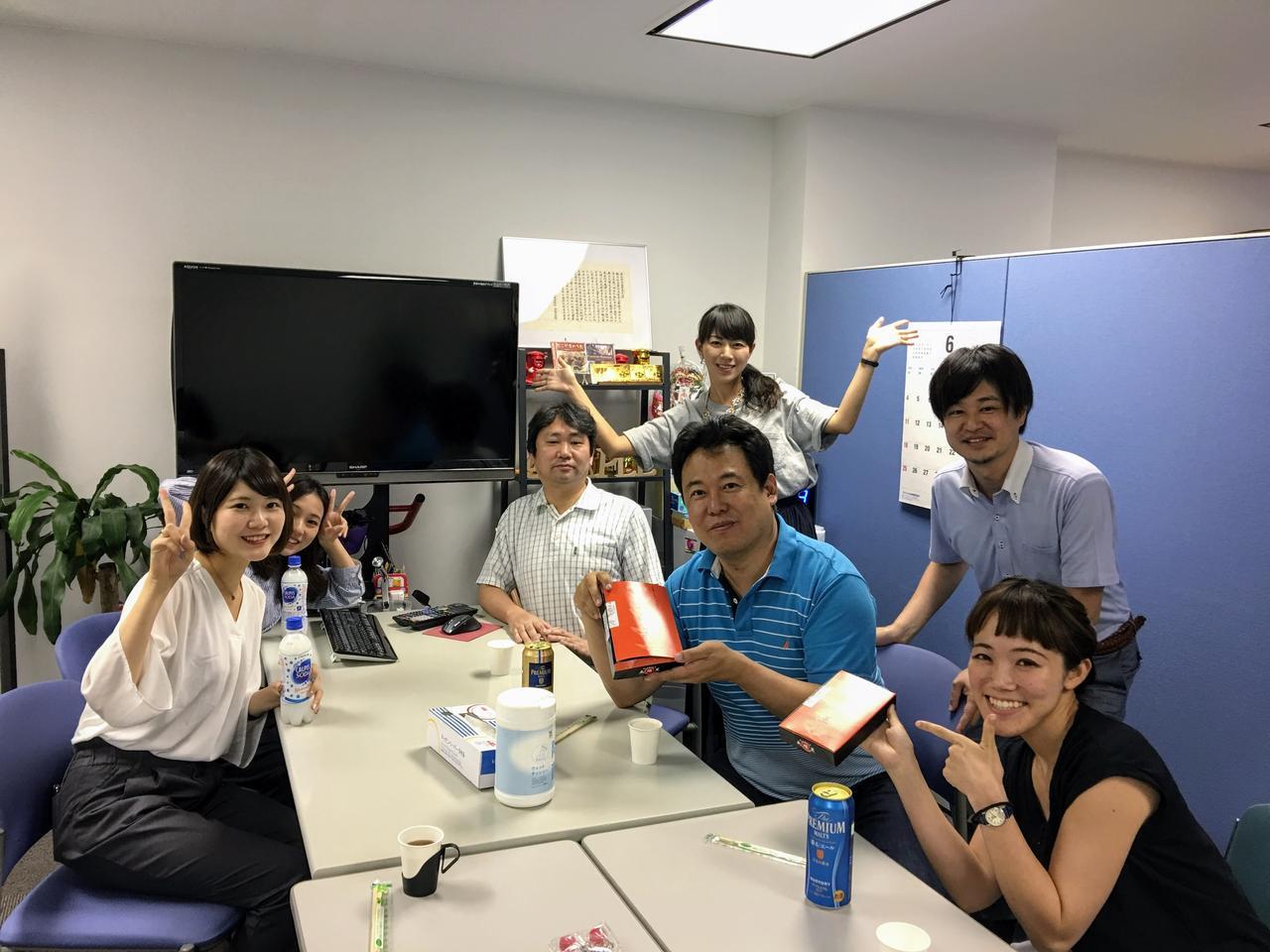 画像: 社長の上谷さんはとってもユニークな方。オフィスも楽しい雰囲気!