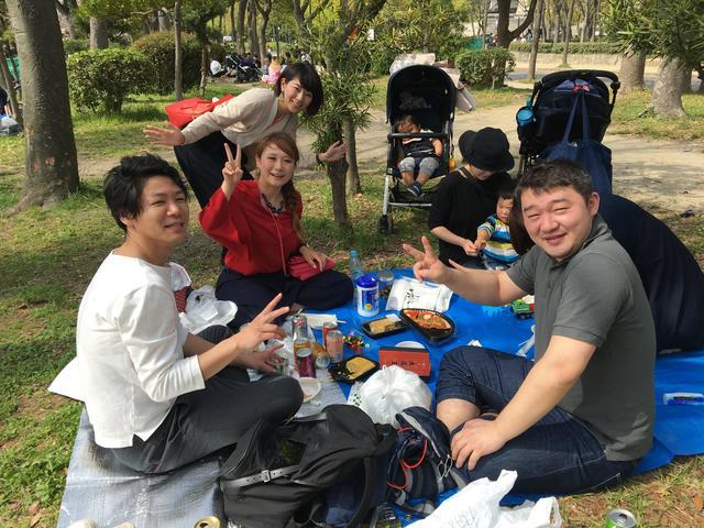 画像: 4月27日:「大阪王 presents 彩名が行く!餃子世界化計画」 ~大阪城公園でお花見を楽しんでいる方に焼き餃子プレゼントしてきました!後編~
