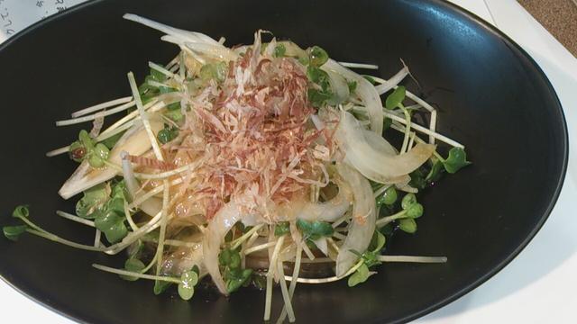 画像: 今日のおつまみ☆新たまねぎとかいわれ大根のサラダ!生卵ドレッシング
