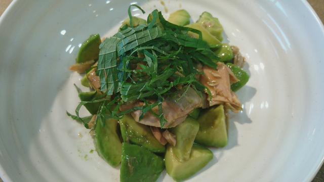 画像: 今日のおつまみ☆秋鮭とアボカドの、和えるソースでマリネ風