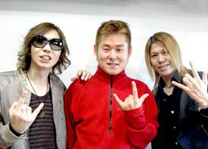 画像: 久々にKagrra,一志(Vo)+女雅(Bass)が登場!