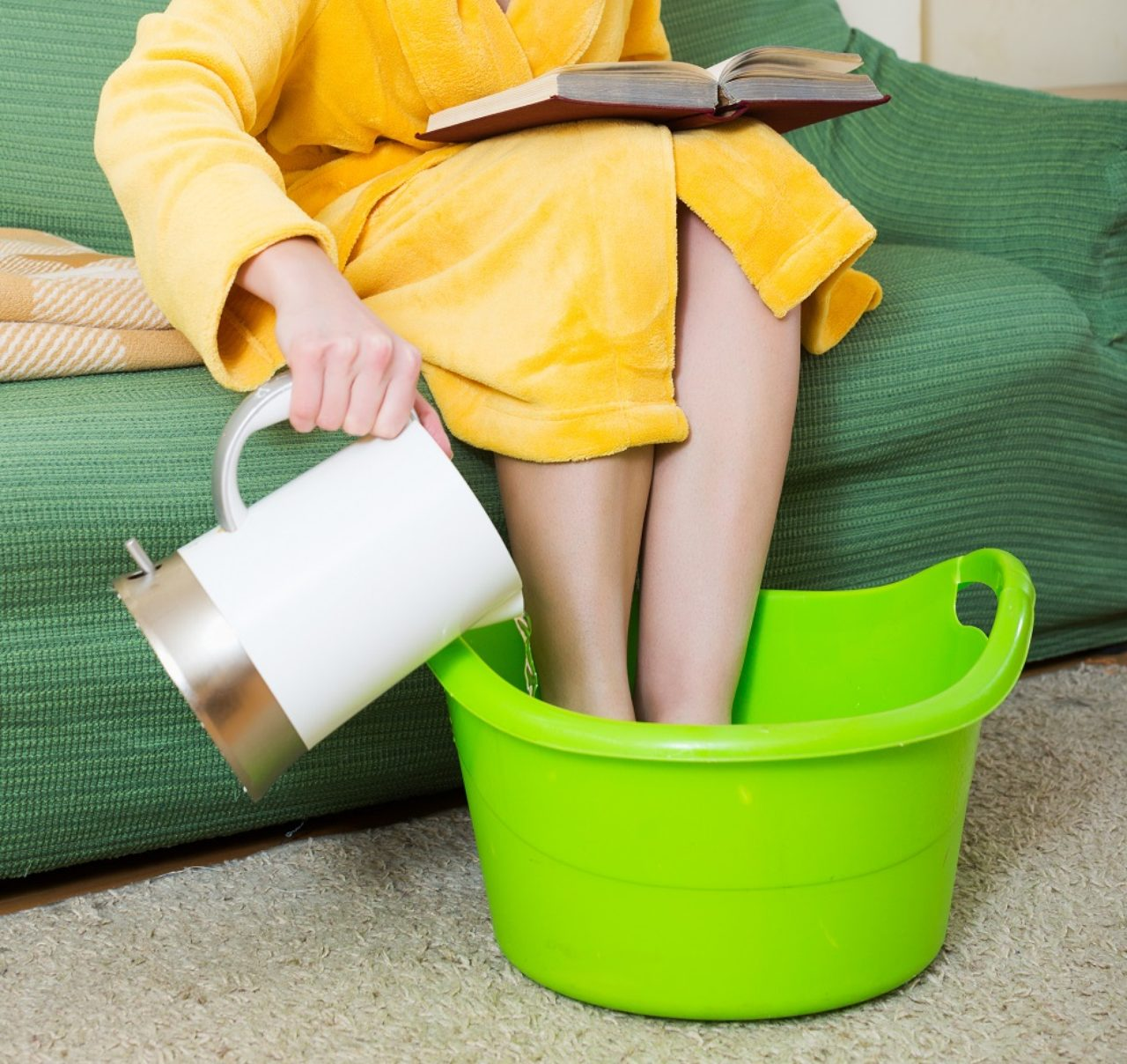 画像: 全身を温める「足の部分浴」