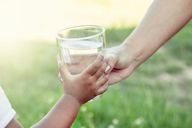 画像: 体重×4%の水を正しく飲むには