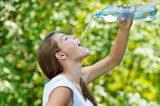 画像: 同じ量でも水太りする飲み方にはご注意を