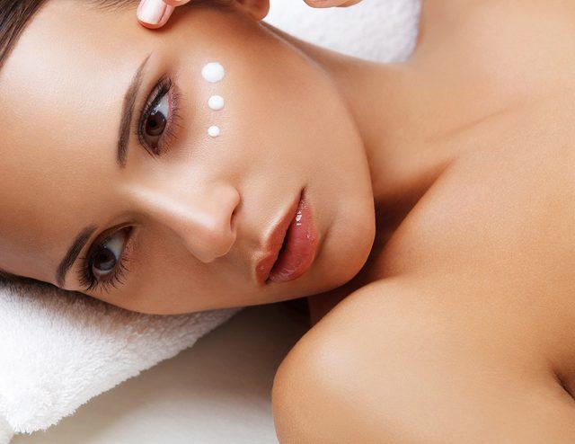 画像: 女性が憧れる「美肌」の持ち主に共通していた習慣