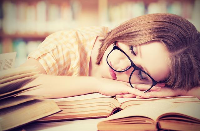 画像: 「眠れない人」と「起きれない人」の原因は同じ!? その悩み、実は●●を飲むだけで解決するってホント!?