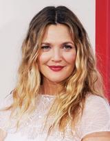 画像: キュートな魅力たっぷりな女優で、映画監督・実業家でもある「Drew Barrymore (ドリュー・バリモア)」も! www.closerweekly.com