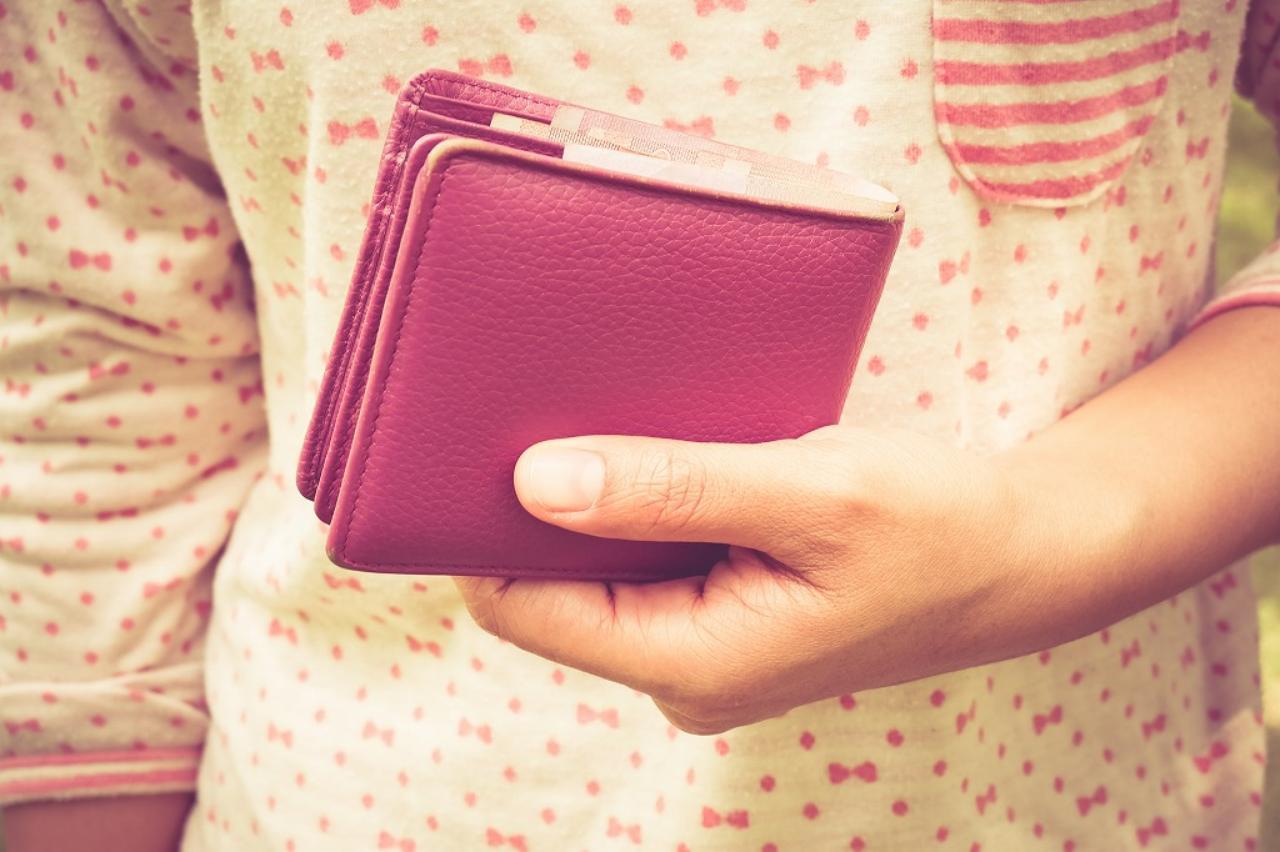 画像: ③ キッチンの周りに財布を置く