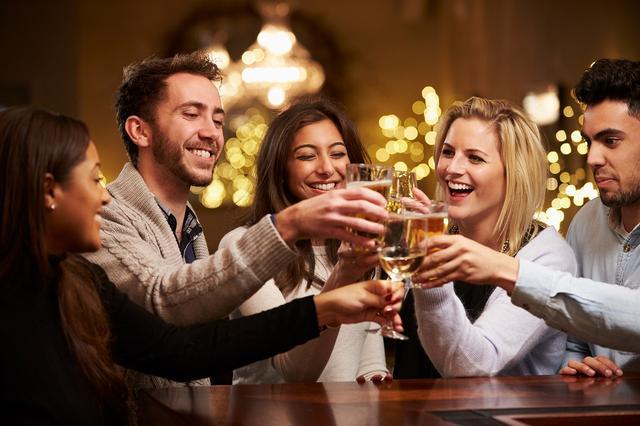 画像: お酒の場はたくさんの出会いがあります!