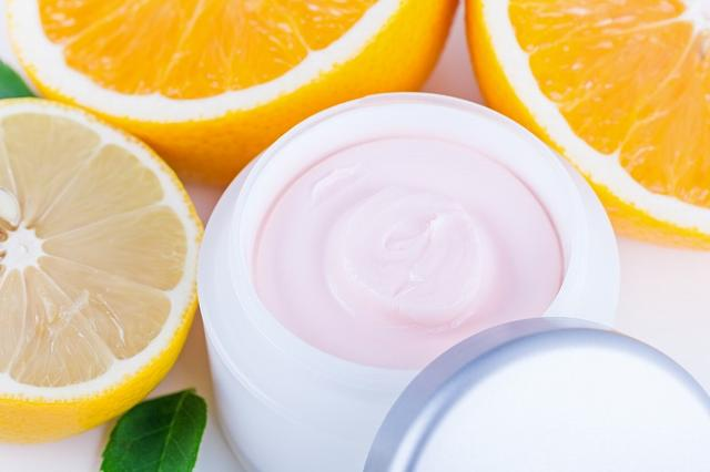 画像: 化粧水には「ビタミンC導入体」を!