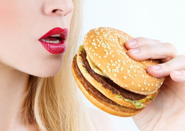 画像: 酵素不足になる原因②お肉が大好き