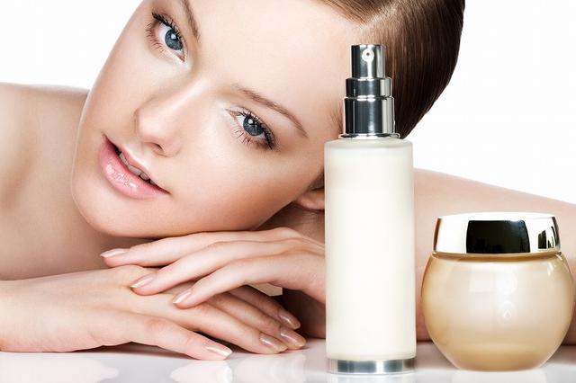 画像: NG行為① 美白化粧品を使う
