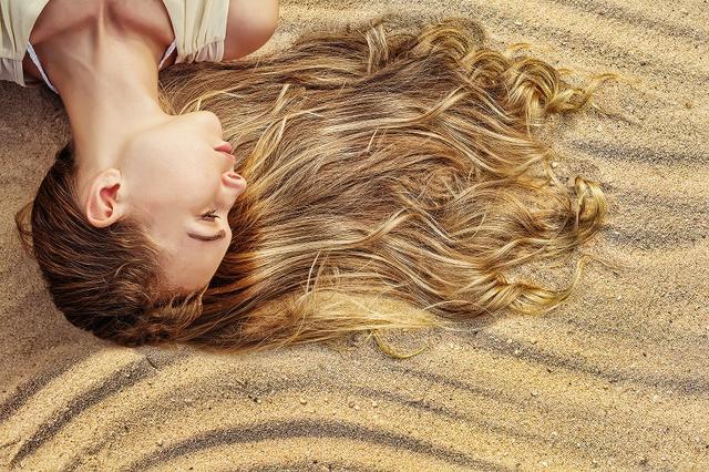 画像: 若年性脱毛症が起こる仕組み
