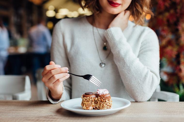 画像: 毛穴が開く原因は食事が大きく関係している