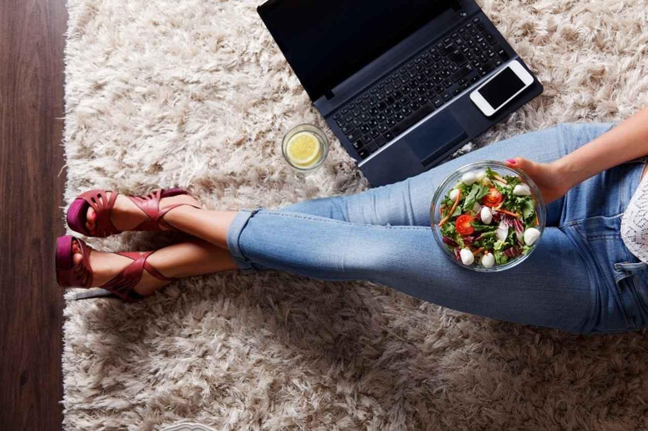 画像: 食事のスタートは生野菜から!
